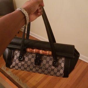 Gucci Hobo handbag.. leather .. rare bag..